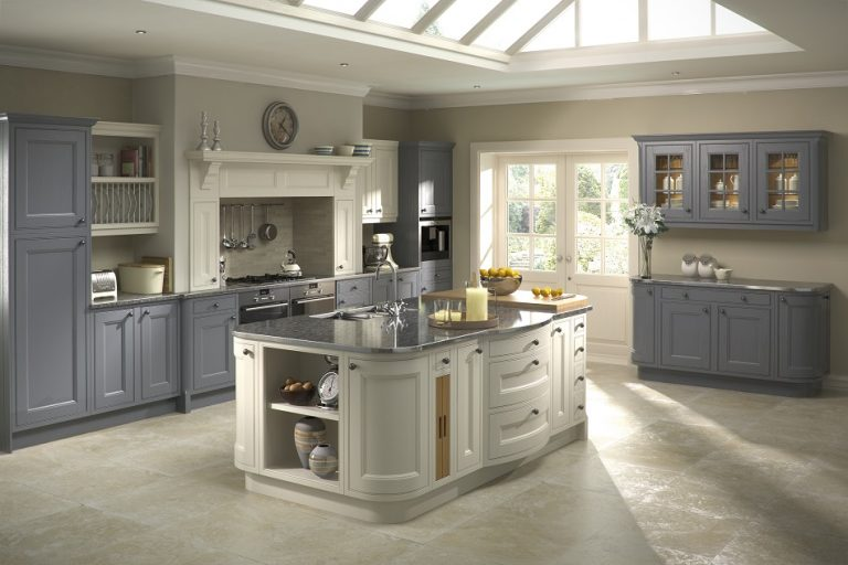 Tetbury Traditional In-frame Kitchen - Doug Farleigh Kitchens