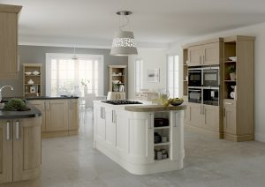 Oak and Cream Shaker Kitchen - Doug Farleigh Kitchens