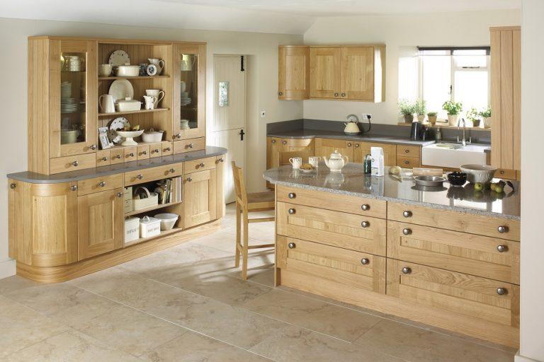 Erin Shaker Oak Kitchen - Doug Farleigh Kitchens