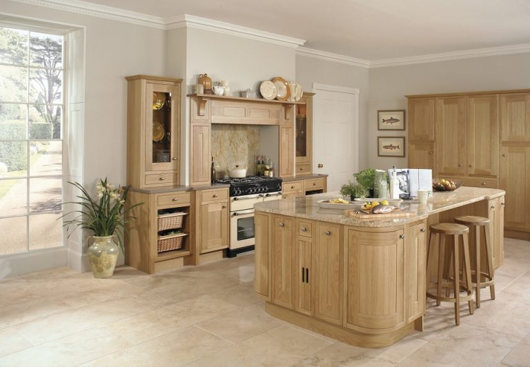 Traditional Oak In-frame Kitchen - Doug Farleigh Kitchens